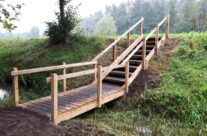 Landschapsinrichting eiken brug en trap